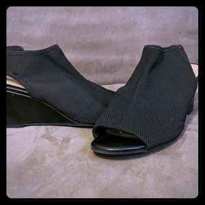 Perfect work heels. Black wedges stretch material